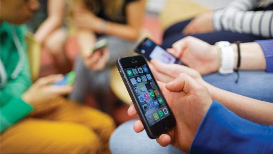 Smartphone addiction causes hyper-social behaviour