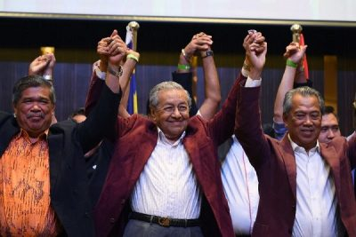Mahathir sworn in as world's oldest leader