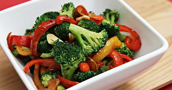 Stir fry recipe of broccoli and capsicum